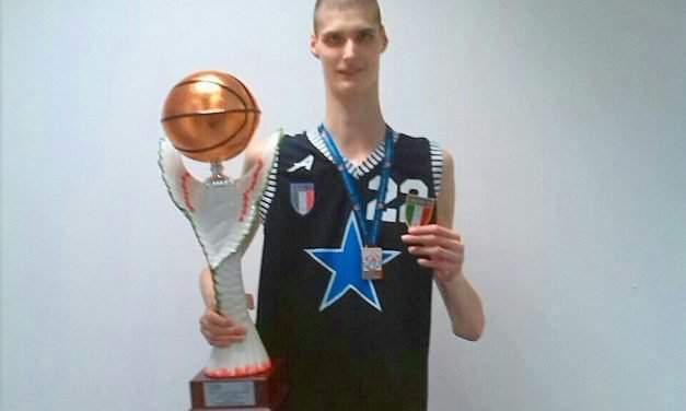 230 cm tall Szekler basketball player discovered on YouTube by Americans