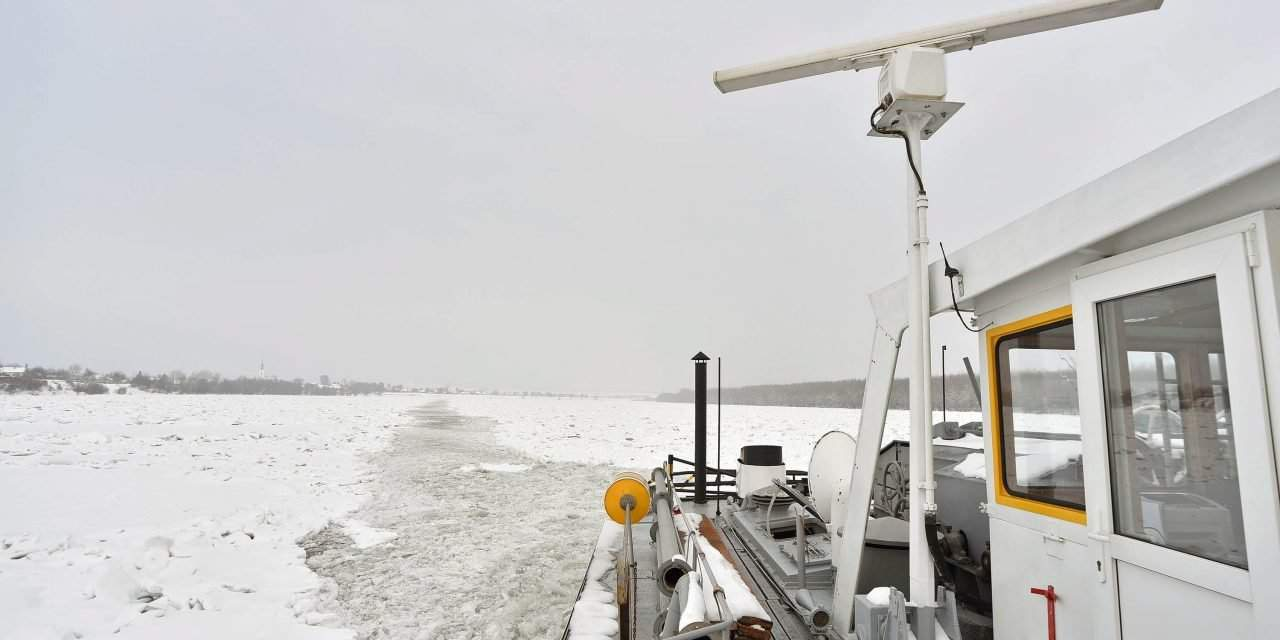 Hungary sends another icebreaker to Croatian-Serbian Danube section – Photos of life on board a icebreaker