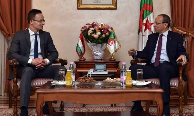 Hungarian foreign minister visits Algeria