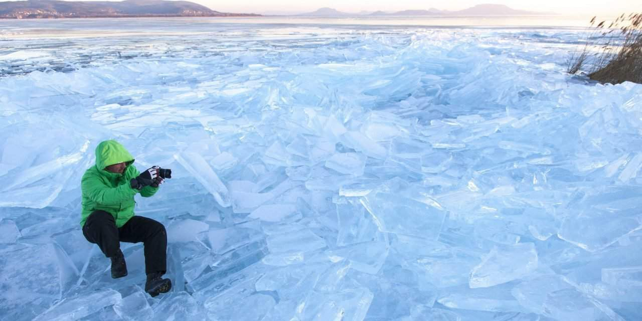 Beautiful photos depicting frozen Lake Balaton