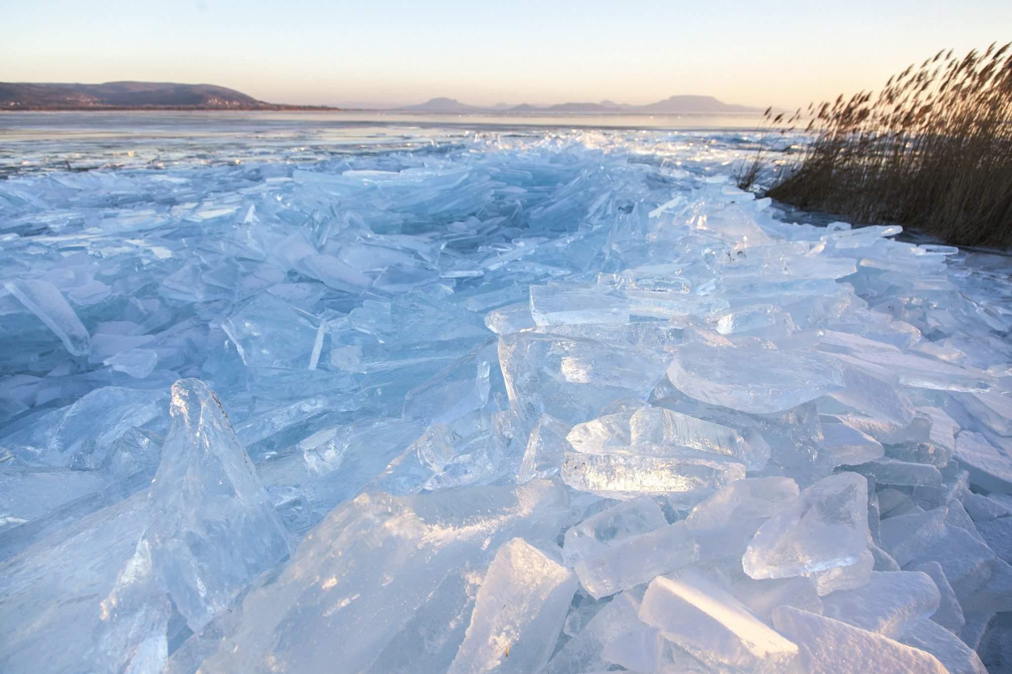 Beautiful Photos Depicting Frozen Lake Balaton Daily
