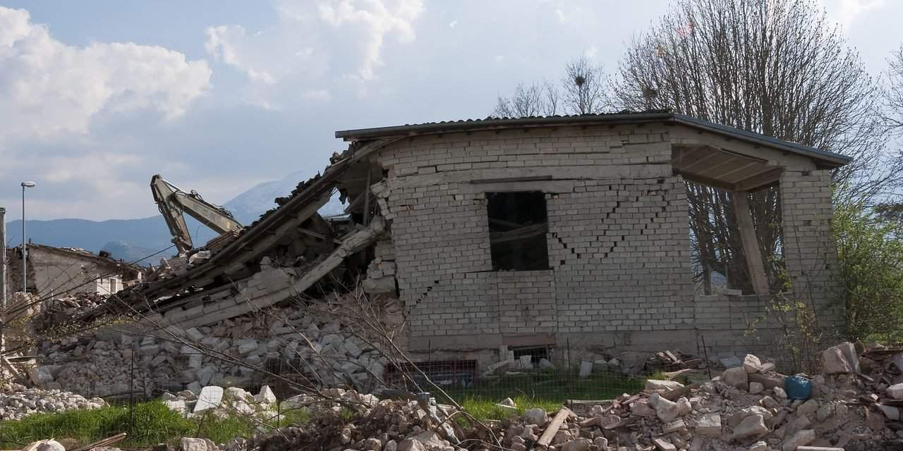 What causes earthquakes in Hungary?