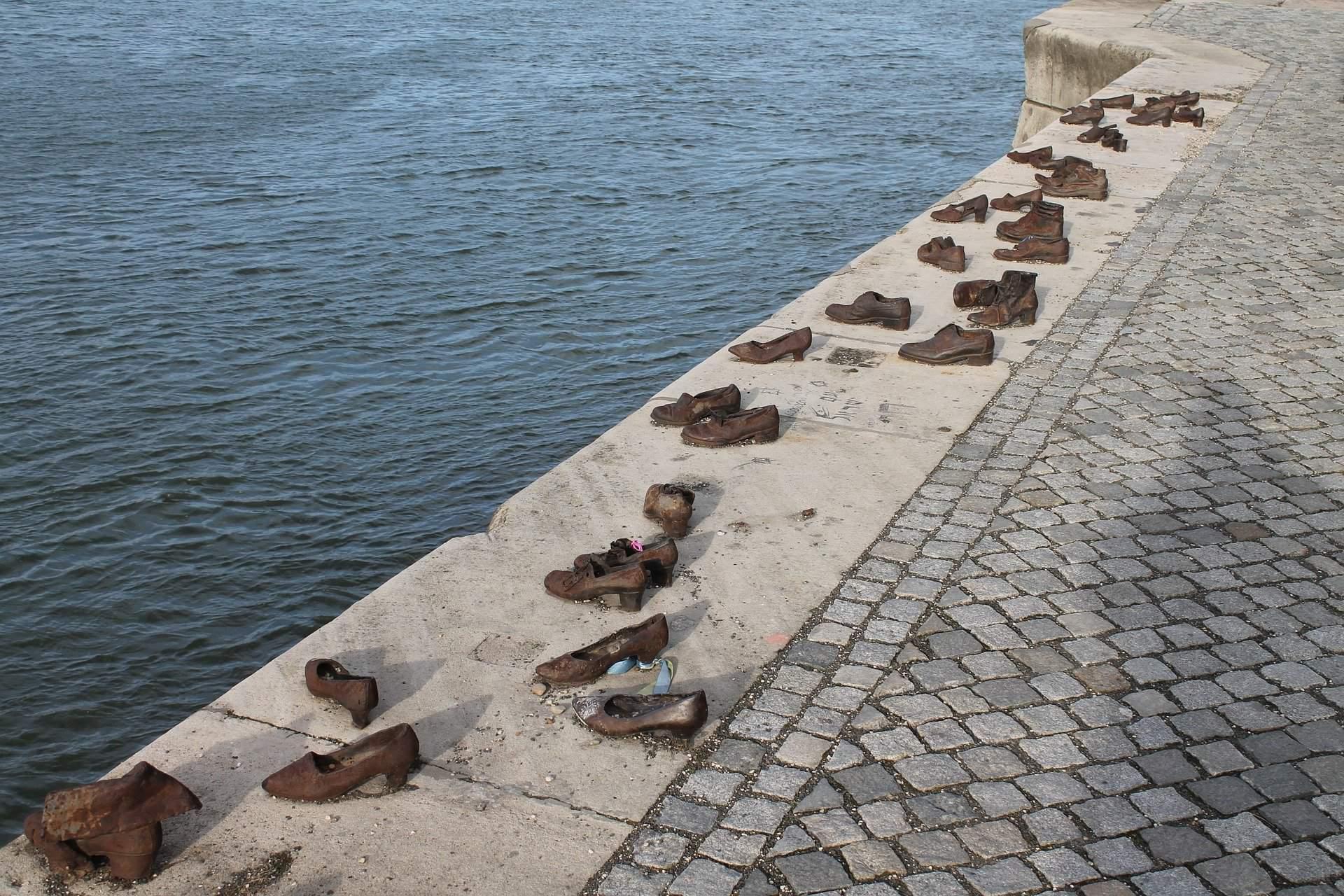 #mini #statues #Budapest