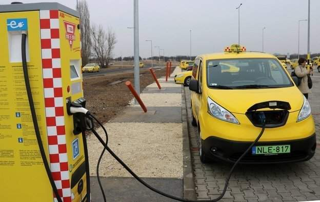 Budapest mulls restricting taxi licences to electric vehicles