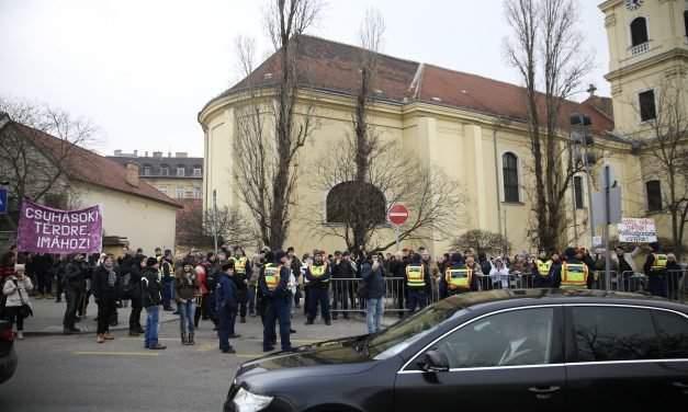 Együtt party demonstrates against Orbán