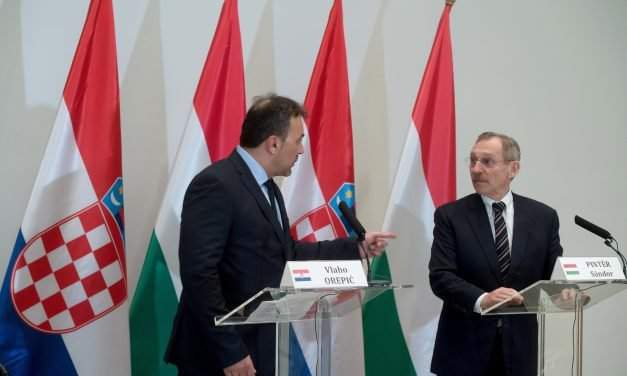 Hungarian interior minister in border control talks with Croatian counterpart