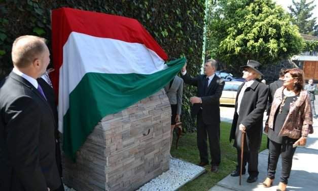 Hungarian house speaker unveils memorial to 1956 revolution in Mexico