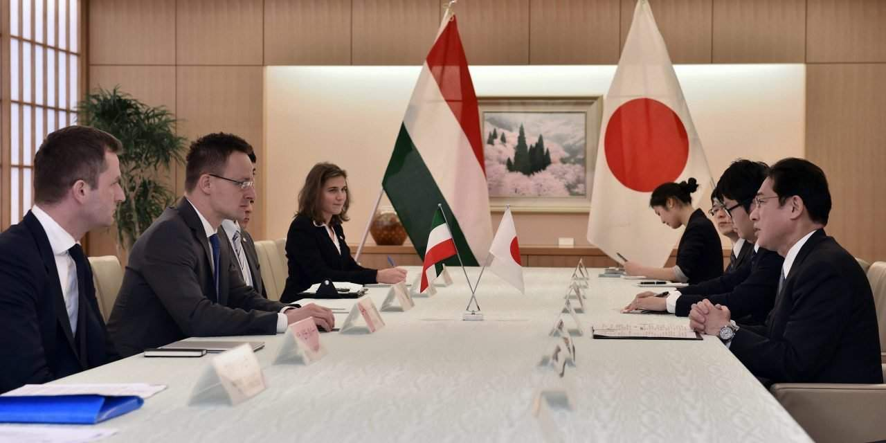 Hungary's foreign minister visits Japan