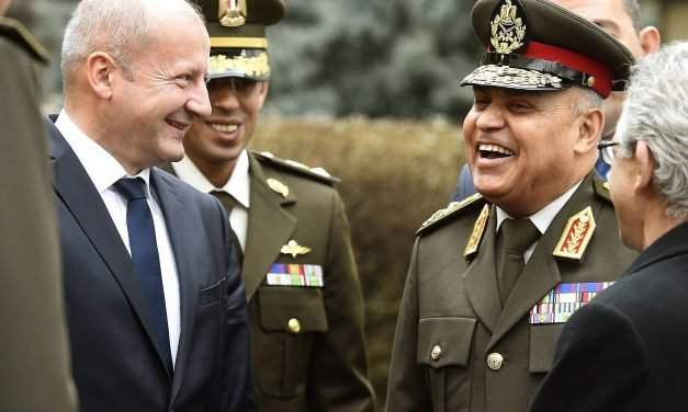 Hungarian defence minister holds talks with Egyptian counterpart