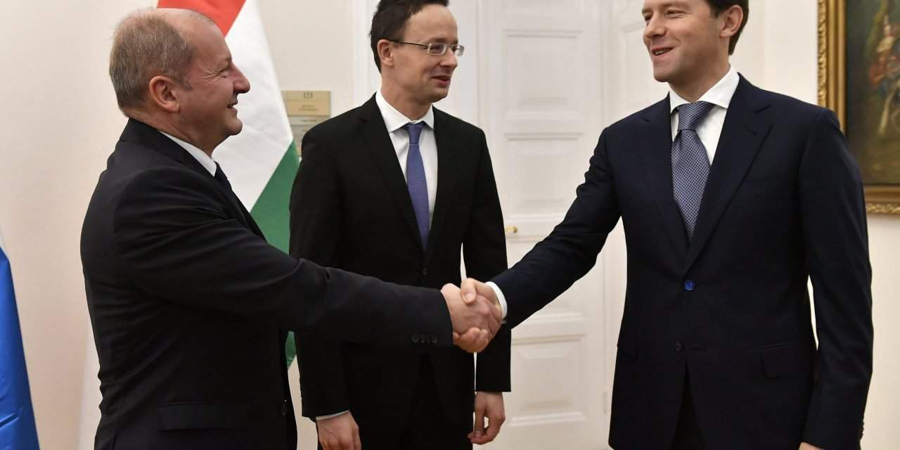 Hungarian foreign minister meets russian minister of trade and hungarian foreign minister meets russian minister of trade and industry kristyandbryce Images