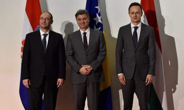 Foreign minister Szijjártó warns of dangers of allowing Bosnian tensions to get out of hand