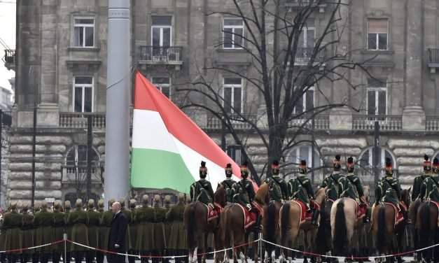 March 15 – Hungary's national flag hoisted by Parliament – PHOTOS