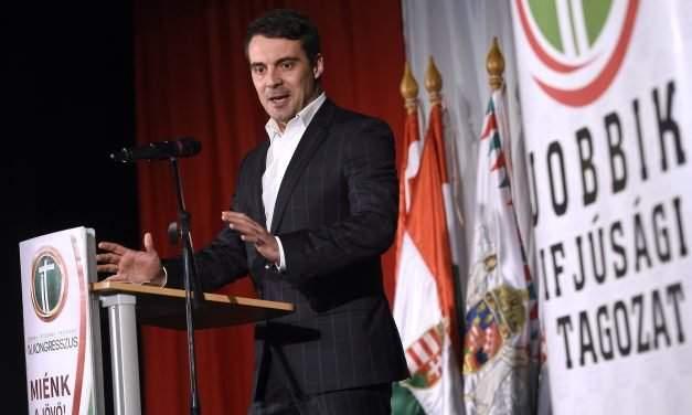 Vona addresses Jobbik youth chapter's congress