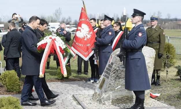 Hungarian, Polish presidents unveil plaque as part of Friendship Day