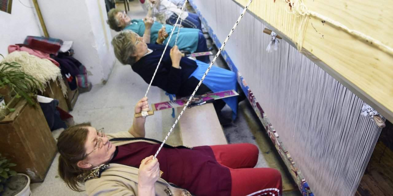 Carpet weavers in Hungary – Photo gallery