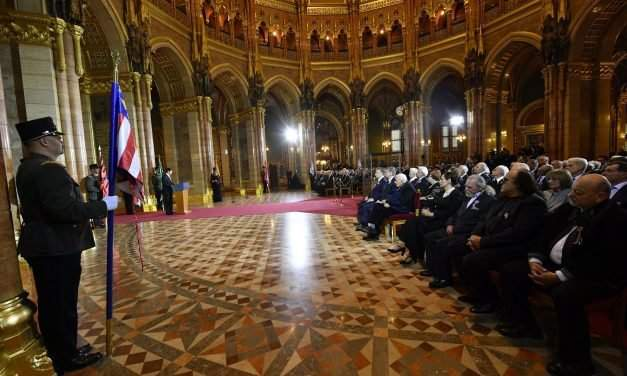 Hungarian president presents high state awards on national holiday