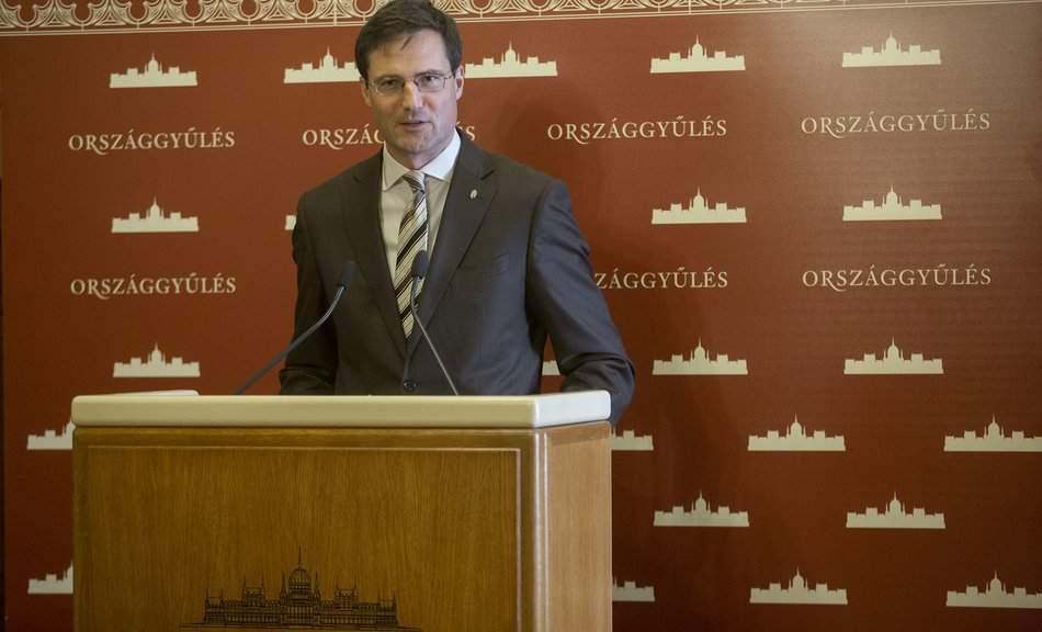 Jobbik launches campaign on EU wage union