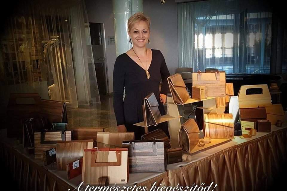 Hungarian designer to conquer the world with wooden bags – Photos