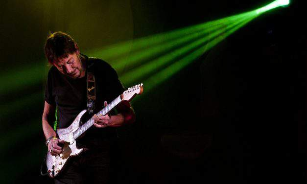 Chris Rea is giving a concert in Budapest