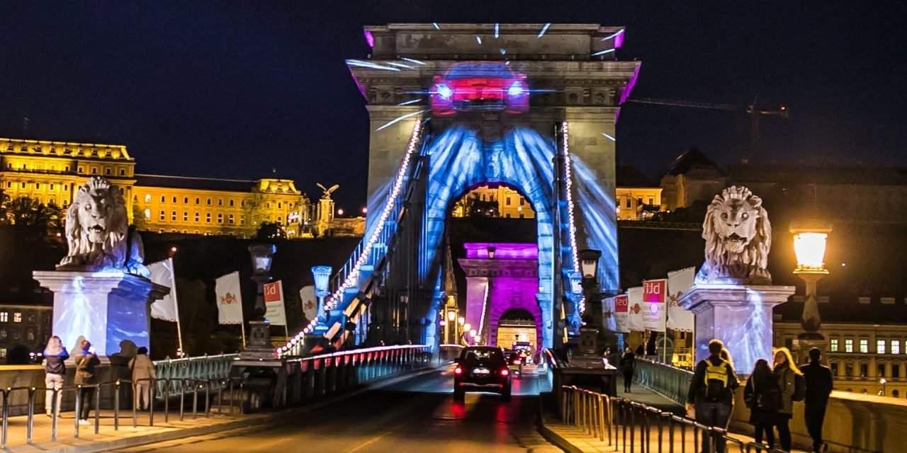 Light show on the Chain Bridge – Apollo Tyres greets Hungary – PHOTOS