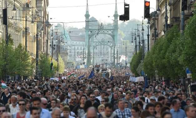 Huge demonstration for CEU held in Budapest – PHOTOS – UPDATE