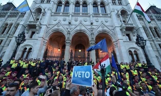 Demonstration for CEU in front of Hungarian parliament – LIVE VIDEO
