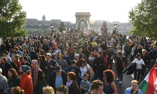Tens of thousands protest higher education act amendments in Budapest – PHOTOS – UPDATE