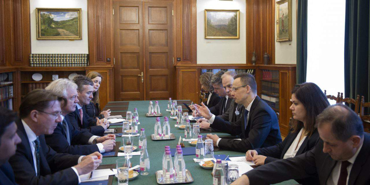 Hungary's foreign minister meets UK Brexit minister