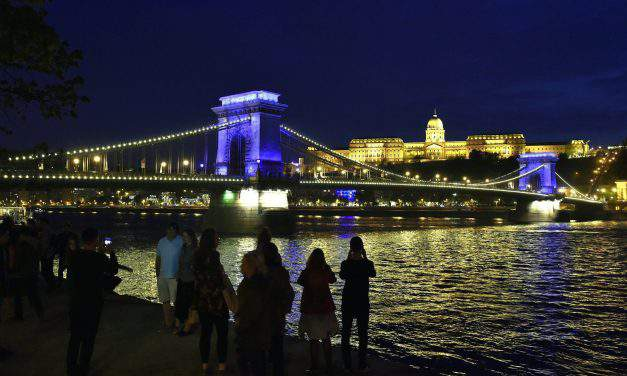 The Chain Bridge turned blue