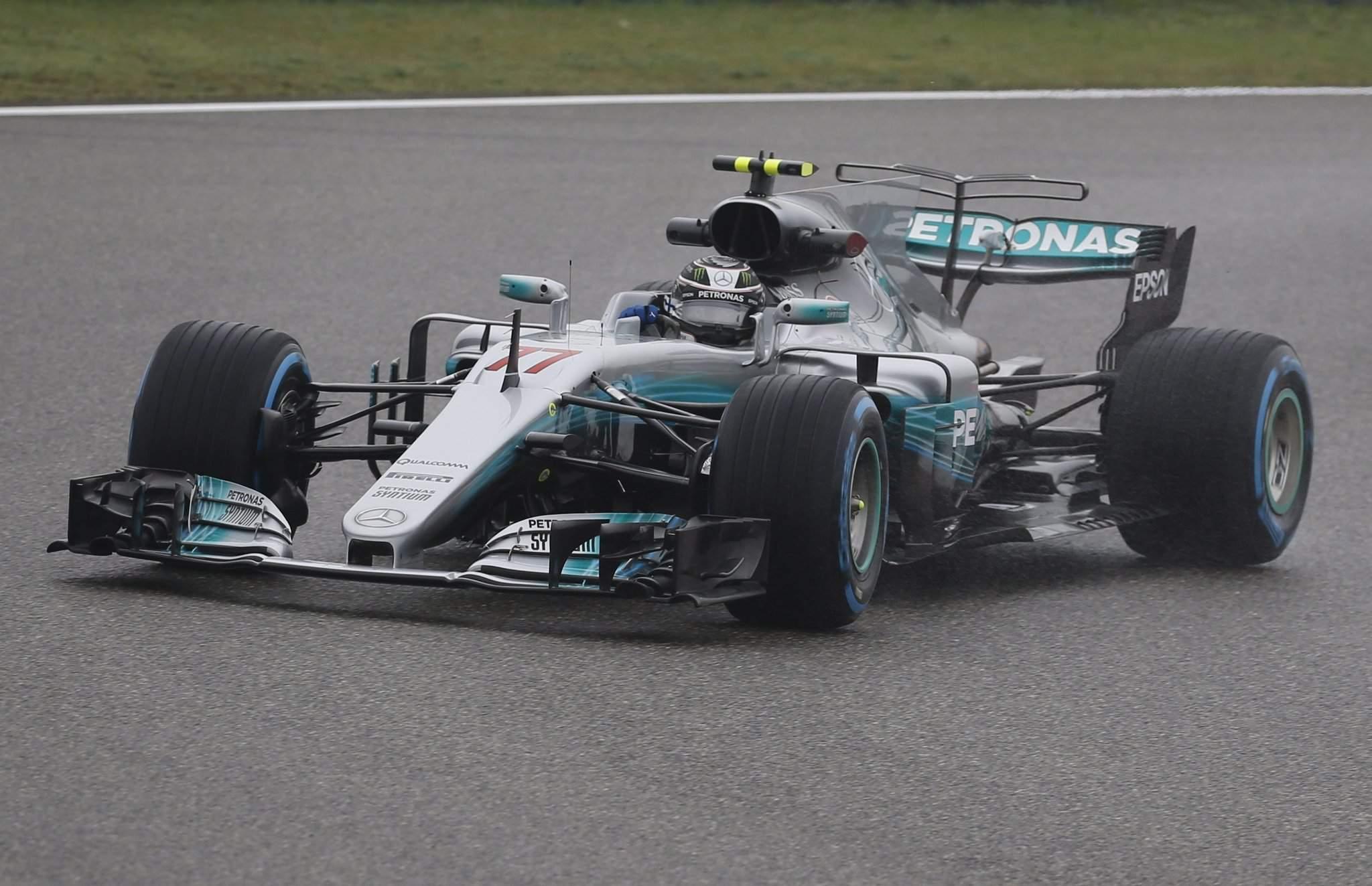 e426c05e3cc0 Valtteri Bottas, a Mercedes finn pilótája a Forma-1-es autós gyorsasági  világbajnokság Kínai Nagydíjának elsõ szabadedzésén a sanghaji pályán 2017.  április ...
