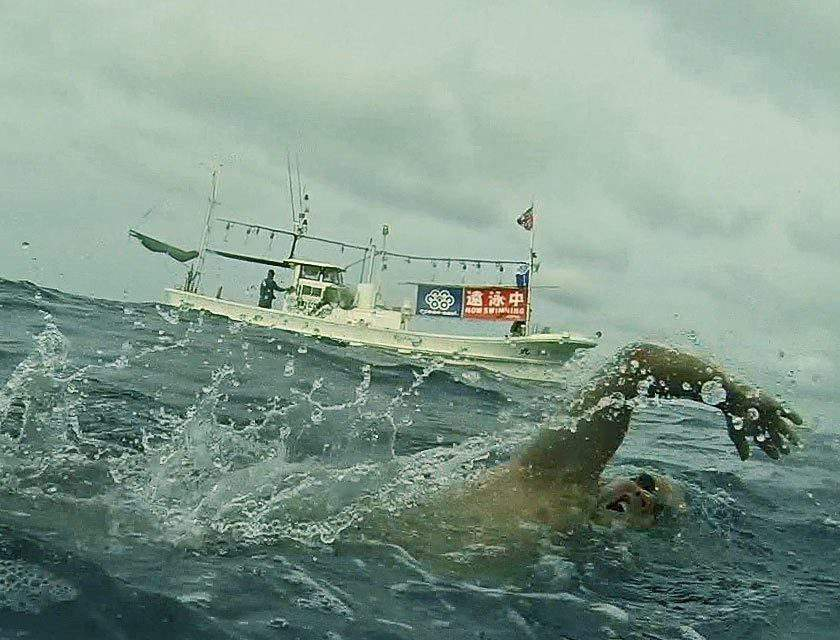 Attila Mányoki swam across the most dangerous strait of the world – VIDEO