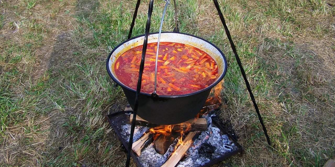 Bogr cs the hungarian tradition of outdoor cooking for Cuisine outdoor