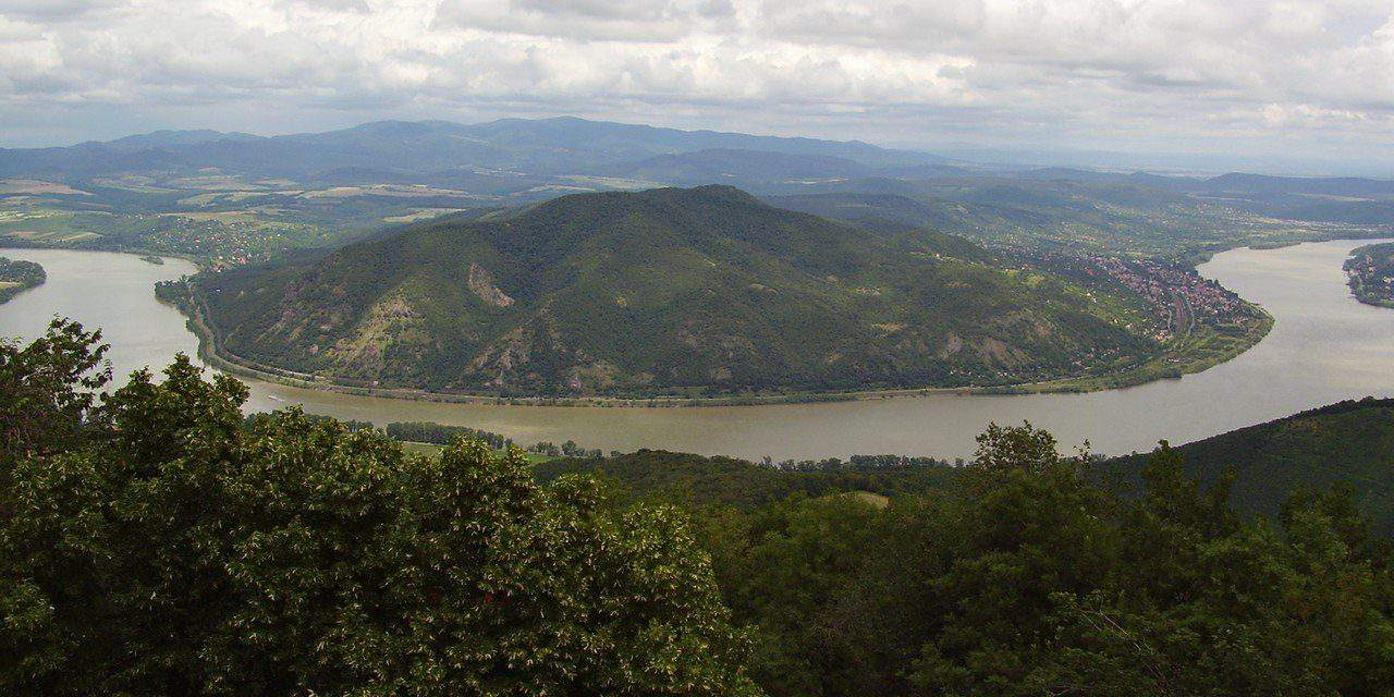 Now you can walk to the other side of the Danube on dry foot