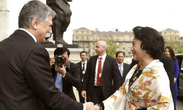 Chairwoman of Vietnamese national assembly visits Hungary