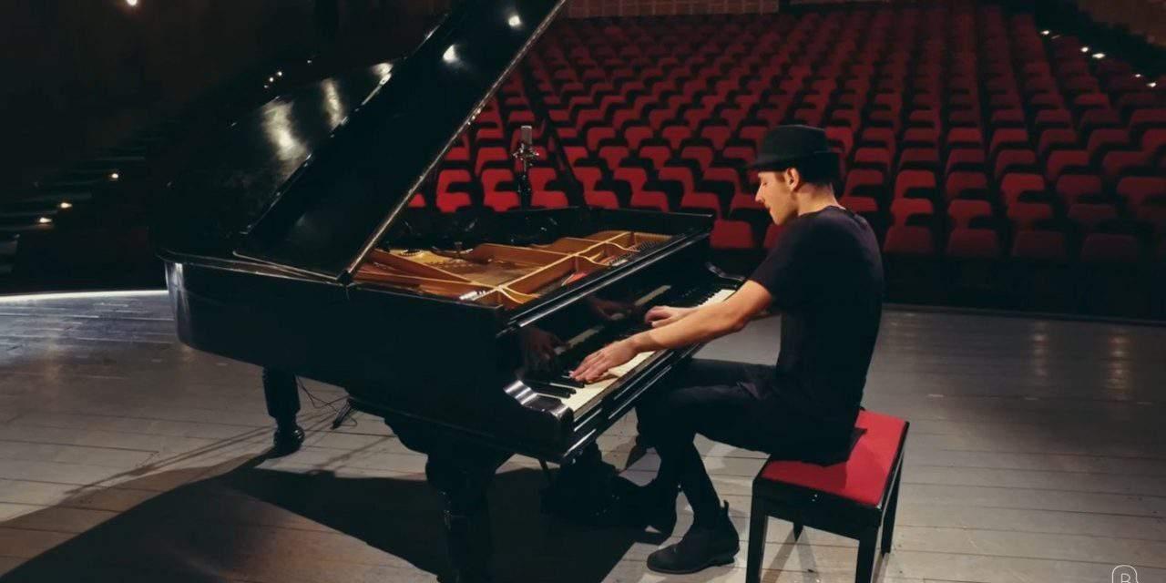 Hungarian piano virtuoso plays astonishing Queen song – VIDEO