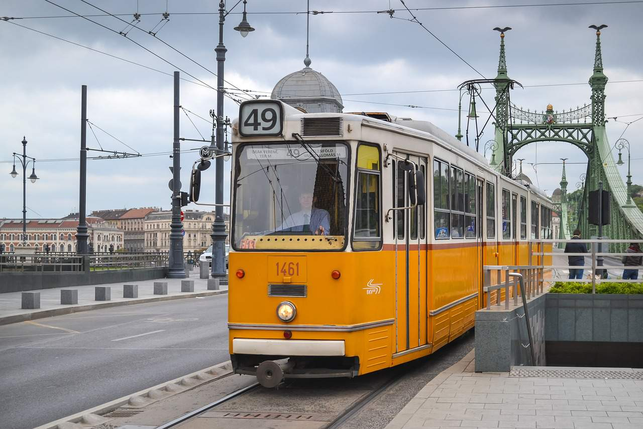 tram budapest villamos