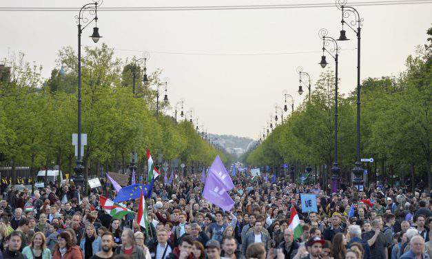 Momentum Movement organises pro-Europe demonstration in Budapest – Photos