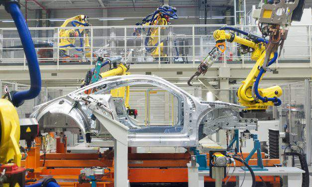 Hungary auto industry could reach record output in 2017, says foreign minister in Győr