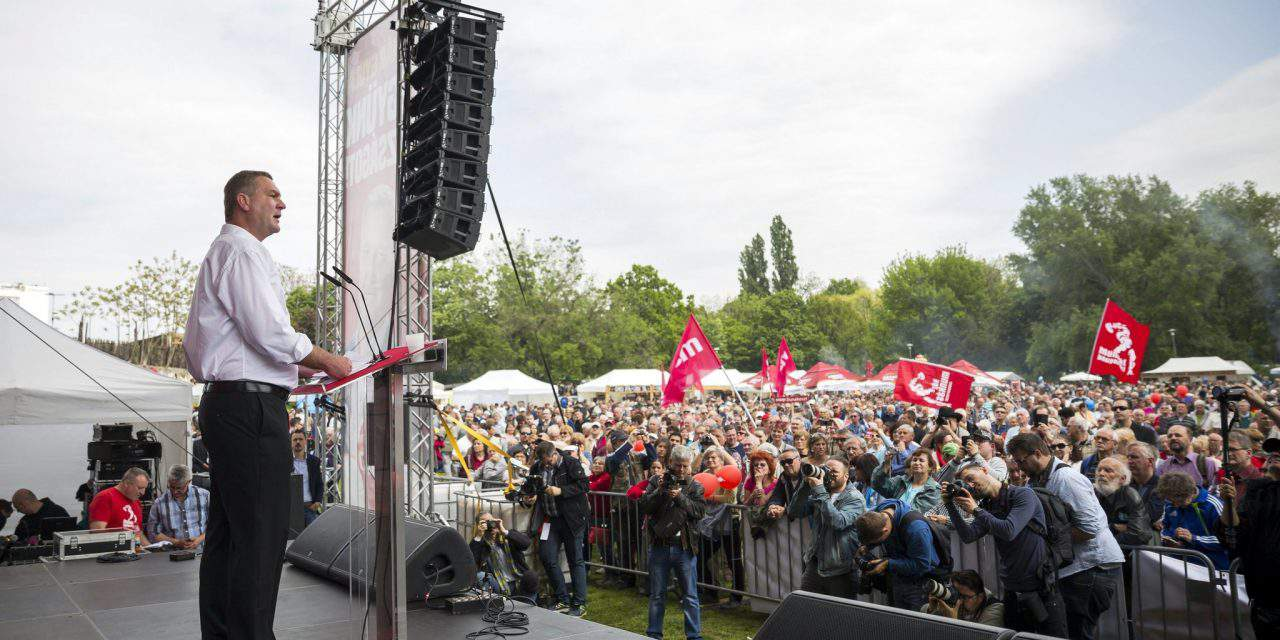 Botka calls for subsistence minimum at Socialists' May 1 event