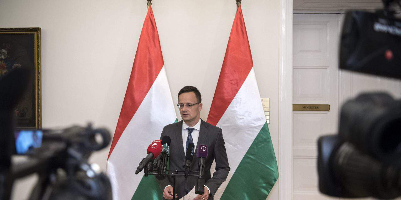 Hungary protests EP 'siding with terrorist', says foreign minister