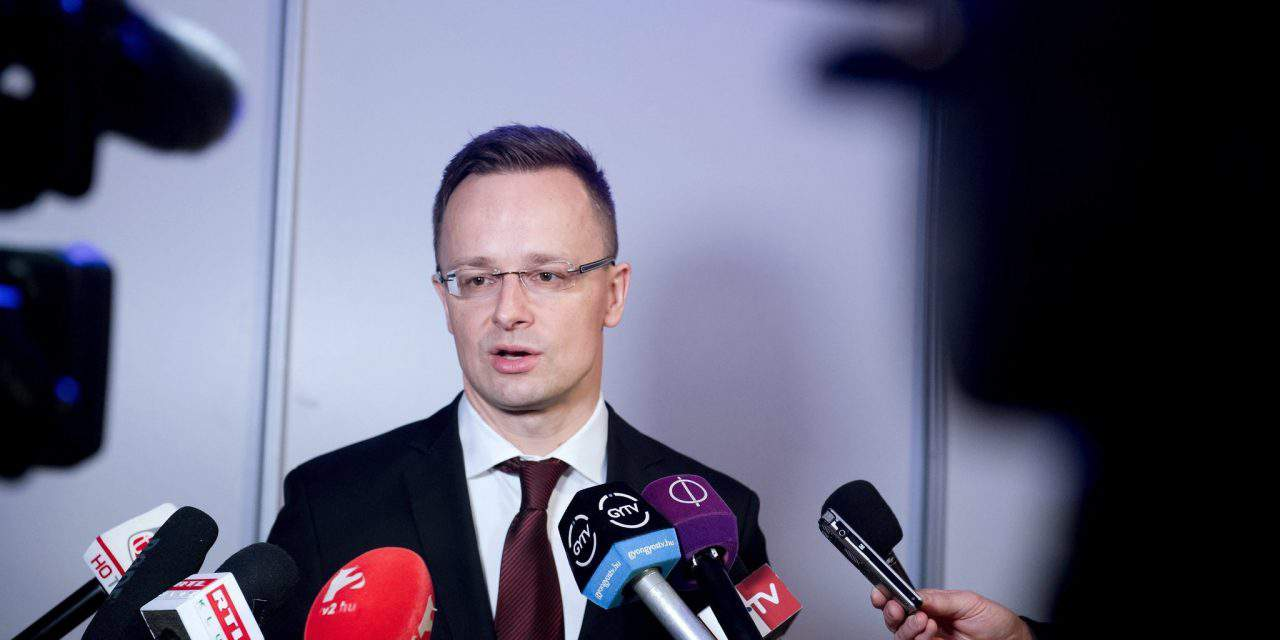 Hungary's Foreign Minister calls on EC First Vice President Timmermans to resign