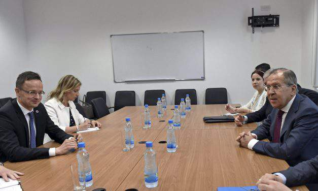 Hungarian foreign minister meets Russian counterpart