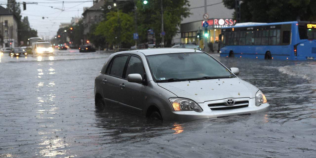 Huge flood struck Budapest – PHOTOS, VIDEOS