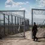 Majority of Hungarians want fight against migrant quotas to continue – Survey