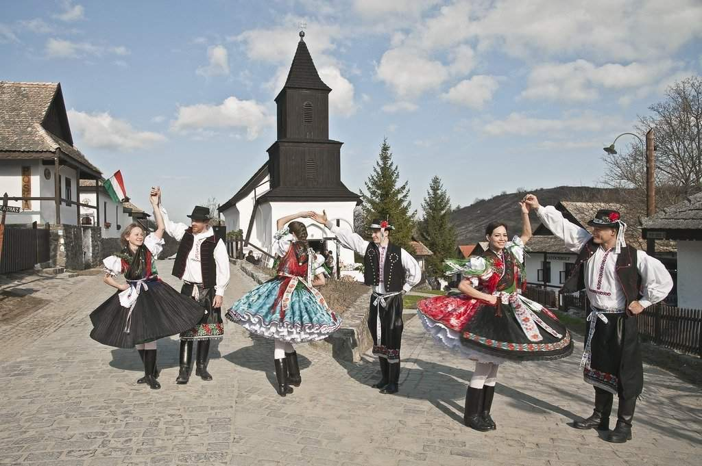 Hollókő skanzen traditional costume dress népviselet