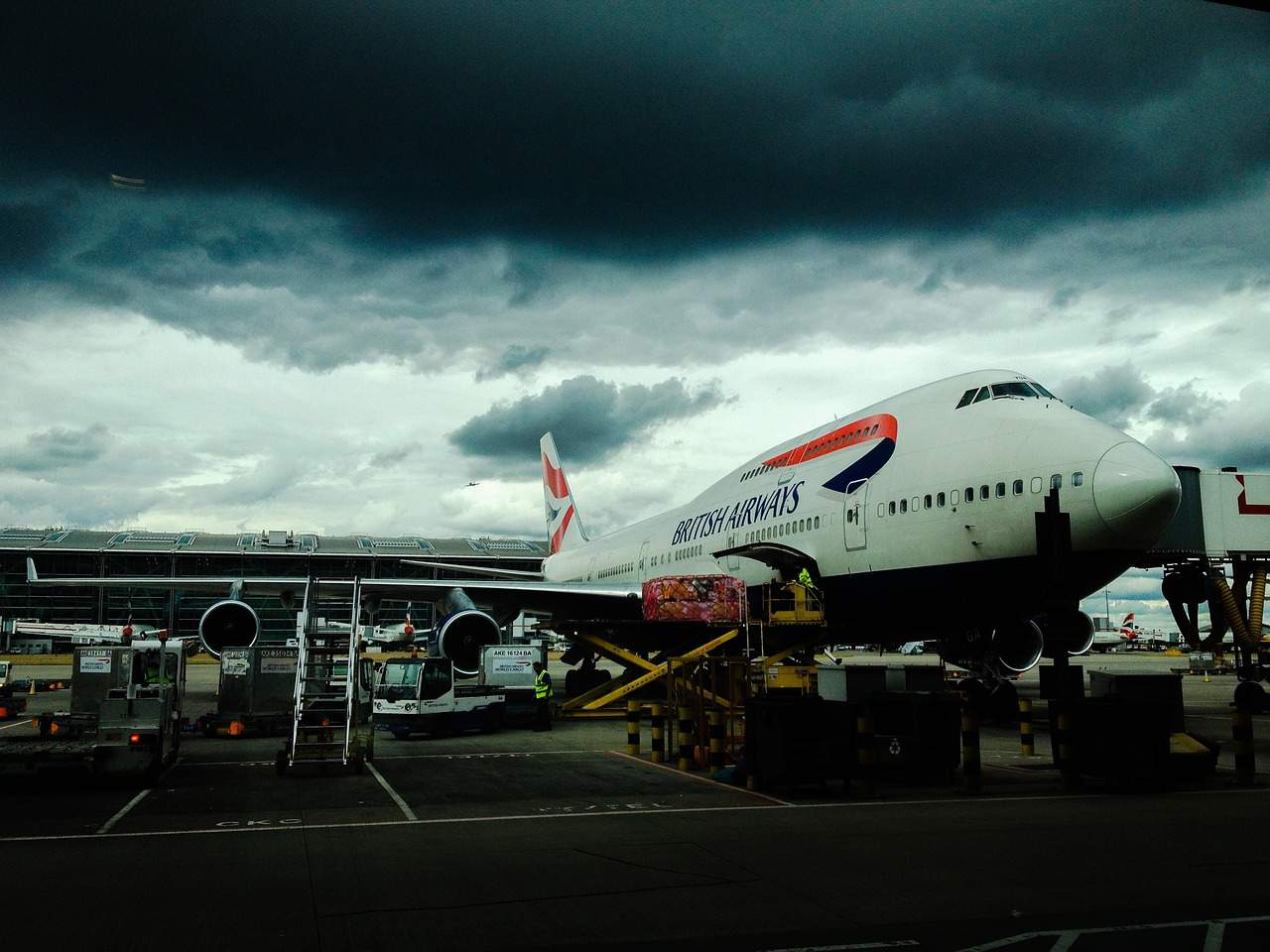 airplane-british airwas-airport