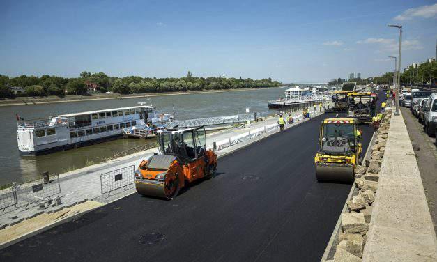 Worldwide famous environmentally friendly rubber bitumen roads on Pest-side lower quay