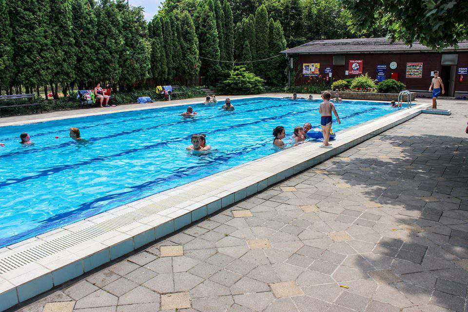 Affordable swimming spots in Budapest