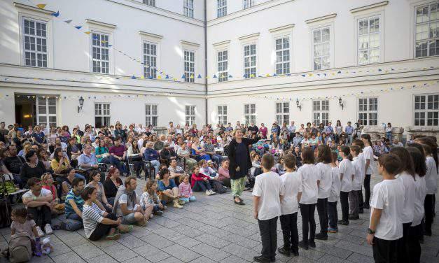 Jobbik, 'Tanítanék' back LMP proposal to constitutional review of education law