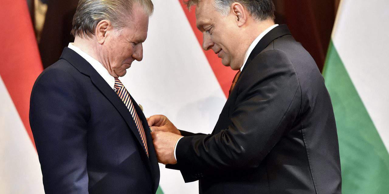 Orbán decorates Hungarian-born US brokerage CEO